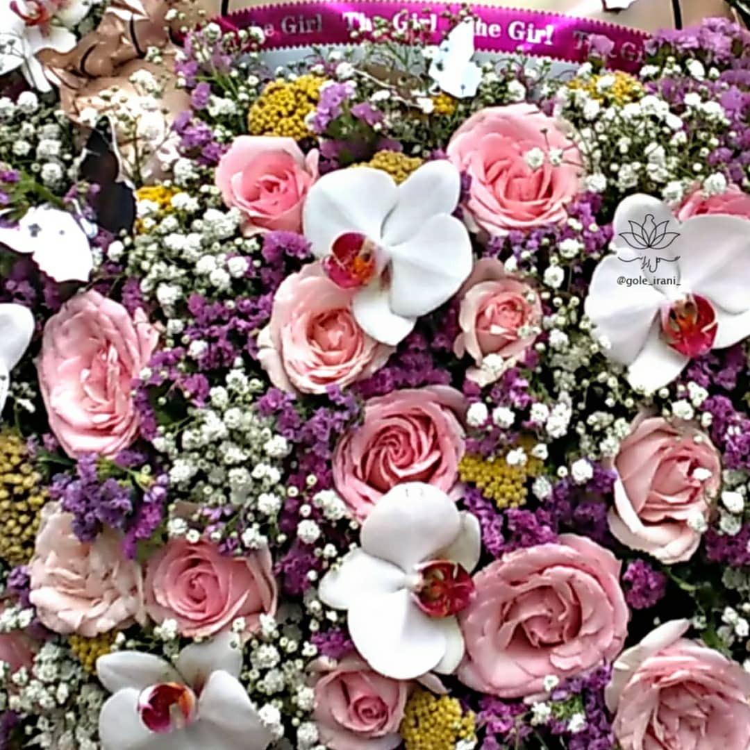 قیمت باکس گل و بادکنک گل ایرانی بازار آنلاین گل و گیاه سفارش باکس گل و بادکنک خرید باکس تولد